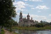 Воскресенский собор стоит на слиянии рек Порусье и Полисть